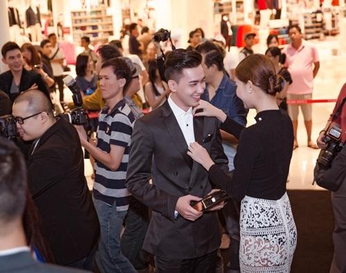 Kỳ Hân nổi bật thu hút ống kính báo chí tại Malaysia 5