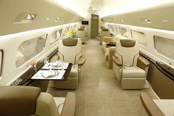 """Nội thất """"hoành tráng"""" của chiếc máy bay cho thuê 260 triệu/giờ 4"""