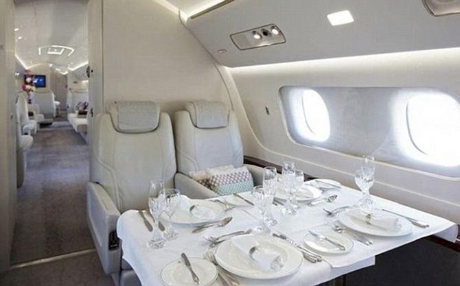 """Nội thất """"hoành tráng"""" của chiếc máy bay cho thuê 260 triệu/giờ 3"""