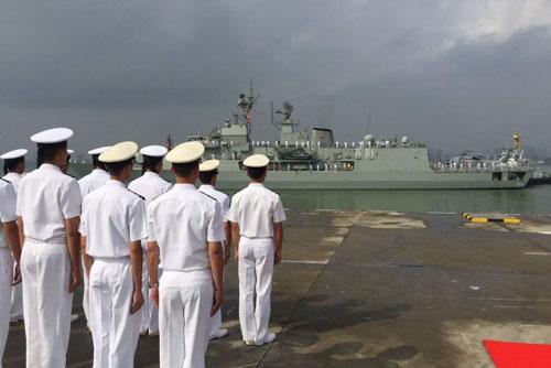 Tàu chiến Australia đến Biển Đông tập trận bắn đạn thật với TQ 1