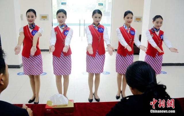 Cận cảnh buổi thi tuyển tiếp viên hàng không ở Trung Quốc 2