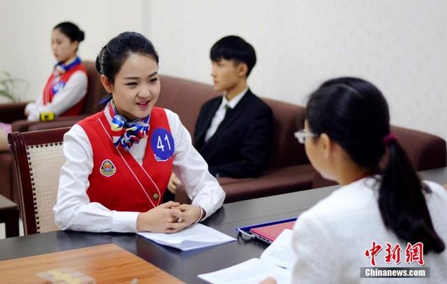 Cận cảnh buổi thi tuyển tiếp viên hàng không ở Trung Quốc 4