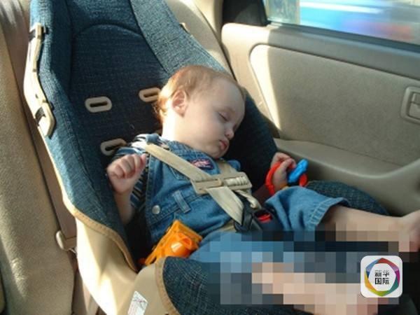 Hình ảnh Phát hiện bé trai 2 tuổi bị khóa trong xe ô tô số 1