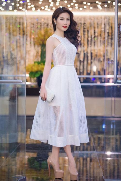 Sao Việt mặc đẹp tuần qua: Phạm Hương, Đặng Thu Thảo chọn trang phục tinh tế 12