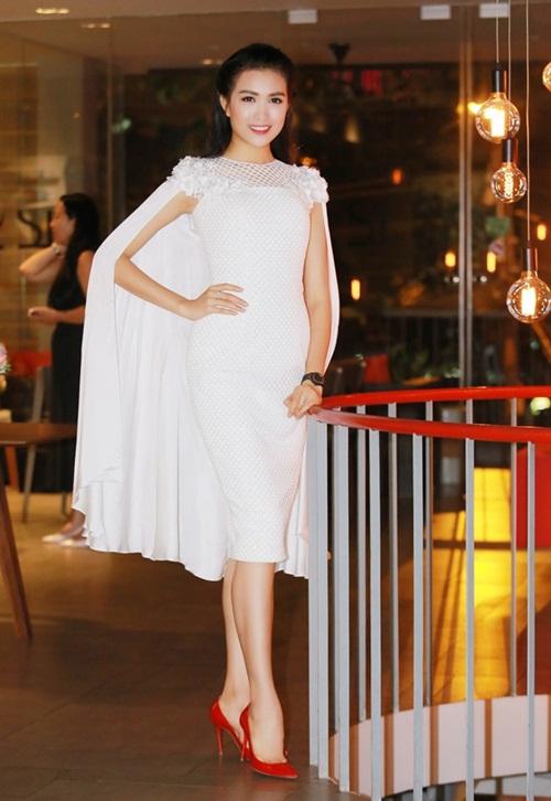 Sao Việt mặc đẹp tuần qua: Phạm Hương, Đặng Thu Thảo chọn trang phục tinh tế 10