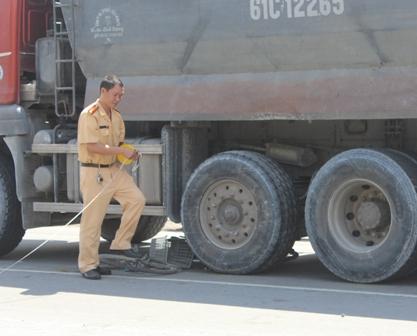 Tai nạn giao thông, người đàn ông gào khóc rồi ngất lịm 1
