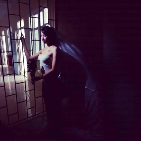 Độc đáo váy cưới làm bằng màn tuyn  1