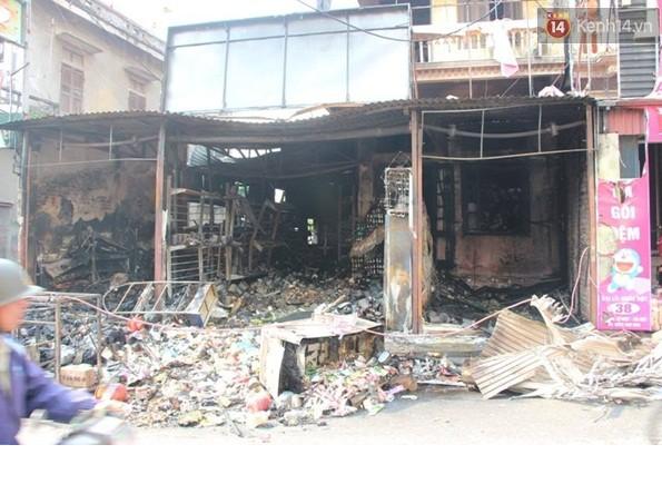 Hình ảnh Video: Cháy cửa hàng tạp hóa, chủ nhà vẫn ngủ say trên tầng 2 số 1