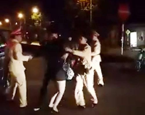 Nam thanh niên giằng co, tấn công CSGT Lạng Sơn bị khởi tố 1