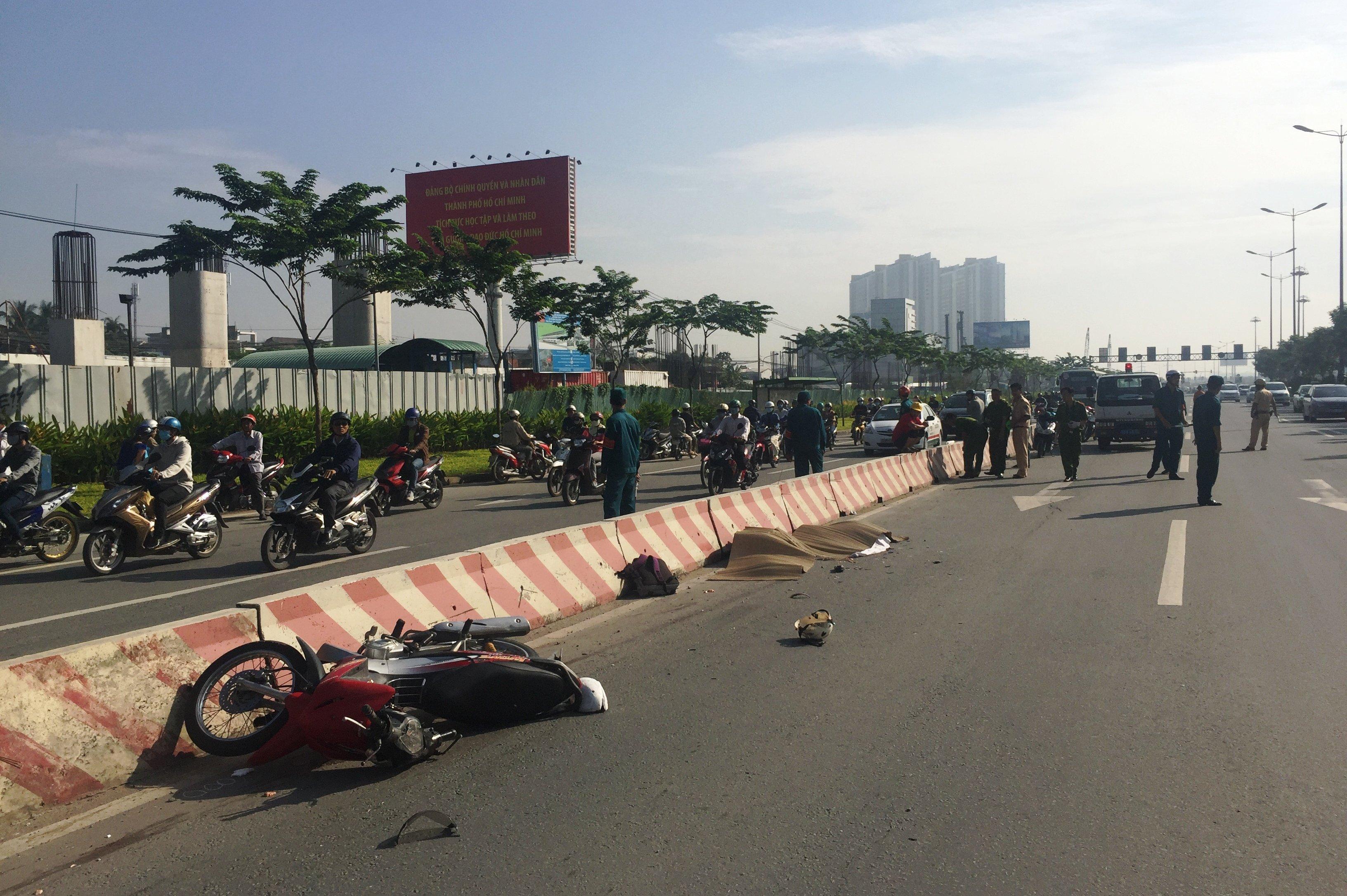 Tai nạn giao thông, 2 nữ sinh bị xe bồn cán chết 1