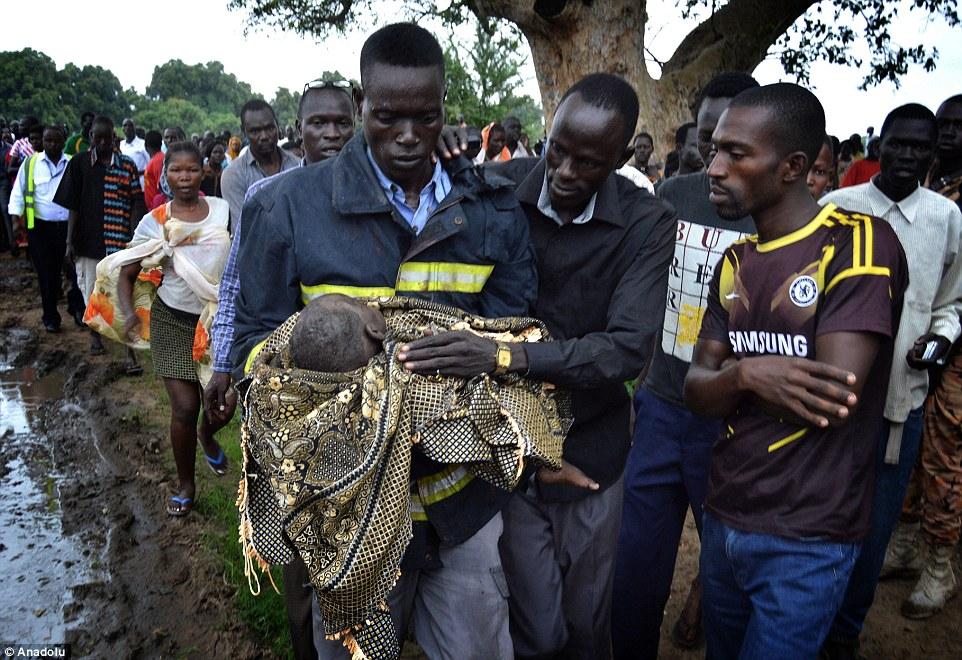 Bé gần 1 tuổi sống sót sau vụ rơi máy bay Nga ở Nam Sudan 1