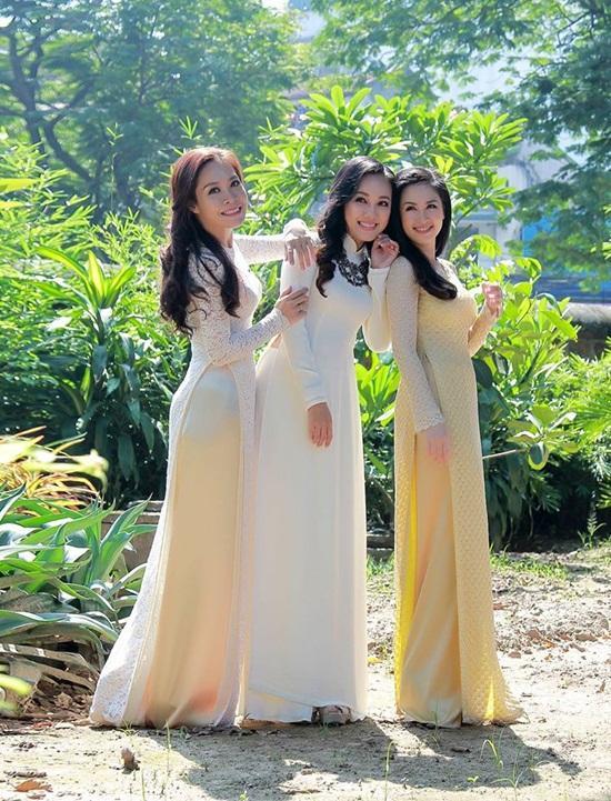 Vẻ đẹp dịu dàng của ba nữ BTV nhà đài 4