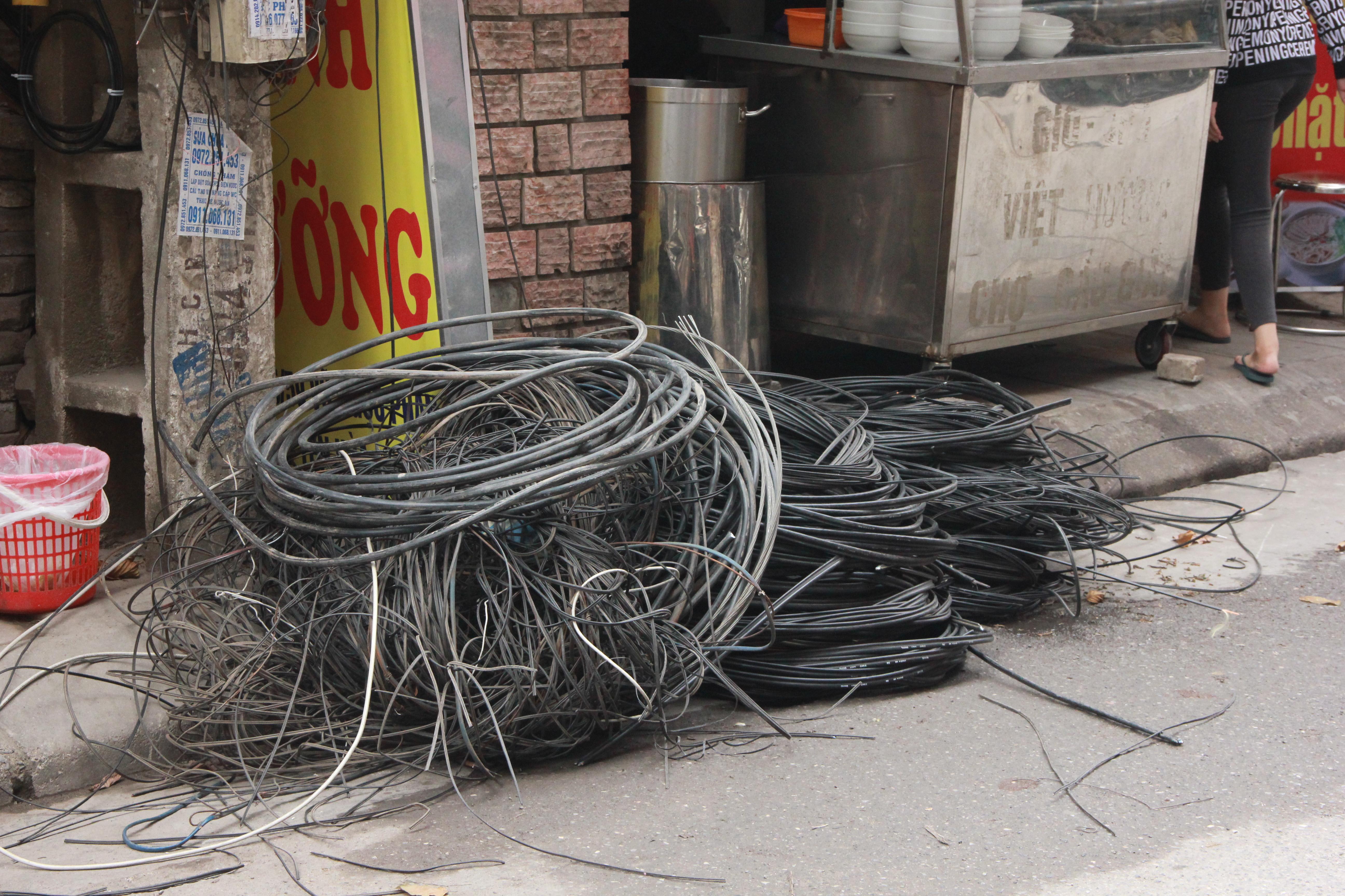 Hình ảnh Cận cảnh dọn ổ mạng nhện khổng lồ ở Hà Nội số 14
