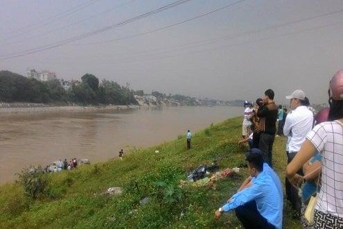 Hình ảnh Hà Nội: Thanh niên gieo mình xuống sông tự tử số 1