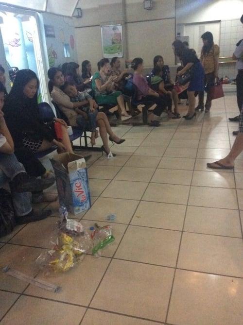 Hình ảnh Hà Nội: hơn 50 học sinh bị ong đốt phải nhập viện số 1