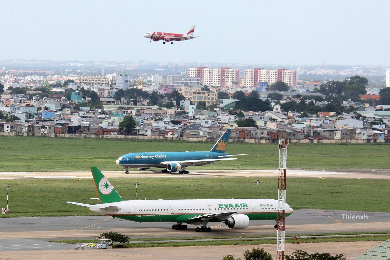 Hình ảnh Việt Nam điều chỉnh đường bay tránh khu vực chiến sự số 1