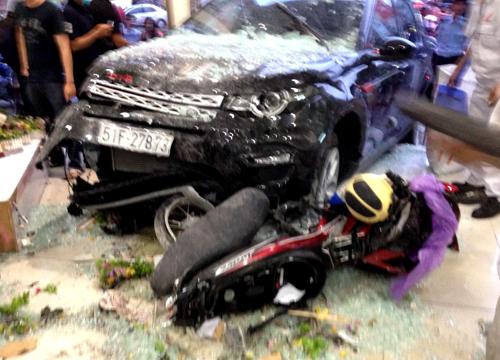 Hình ảnh Xe điên đâm hàng loạt xe máy tại vòng xoay Dân Chủ, TP HCM số 1