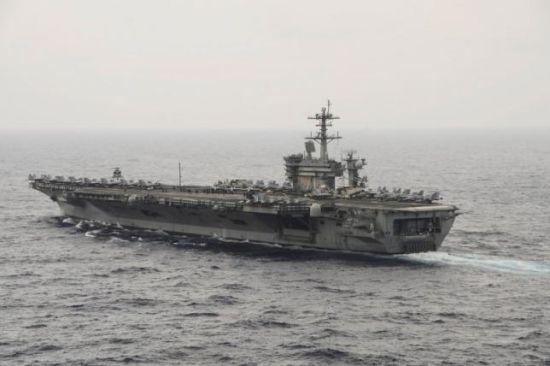 Chùm ảnh: Bộ trưởng Quốc phòng Mỹ thăm tàu sân bay ở Biển Đông 1