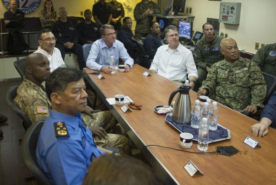 Chùm ảnh: Bộ trưởng Quốc phòng Mỹ thăm tàu sân bay ở Biển Đông 5