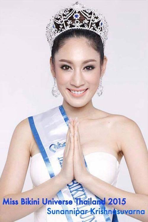 Á hậu 2 Thái Lan quỳ gối để mẹ giẫm chân lên đầu 8