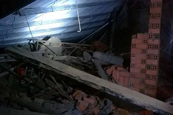 Hình ảnh Giông lốc làm sập nhà, 11 người thương vong số 1
