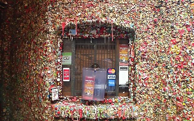 Độc đáo với bức tường bằng bã kẹo cao su  3