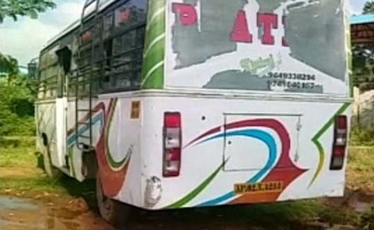 Thiếu nữ Ấn Độ bị cưỡng hiếp trên xe bus giữa ban ngày 1