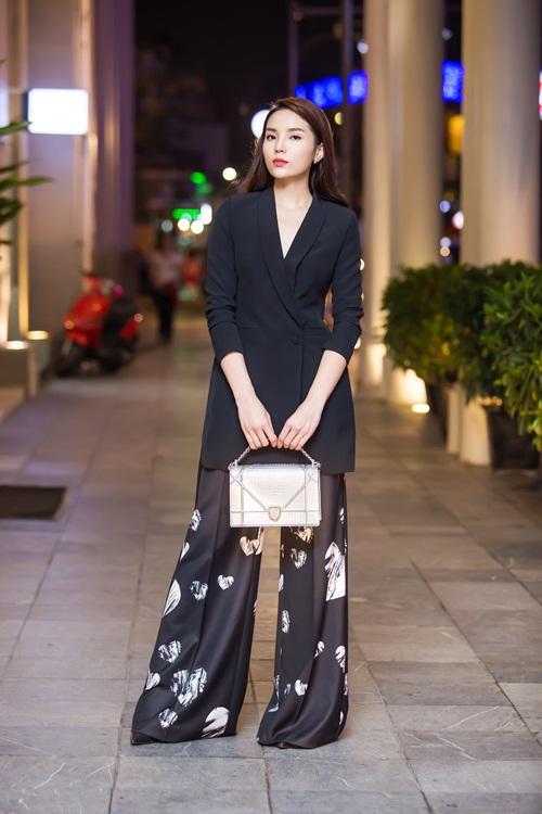 Phong cách thời trang khác lạ của Huyền My, Kỳ Duyên đi sự kiện 4