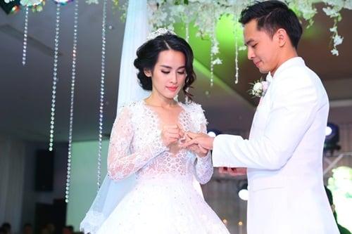 Văn Anh - Tú Vi hôn nhau say đắm trong đám cưới 3