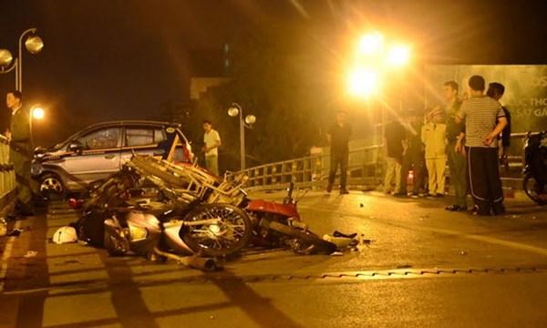 Vợ tài xế taxi gây tai nạn ở cầu vượt: 'Bị truy đuổi nên anh Cường hoảng loạn' 1