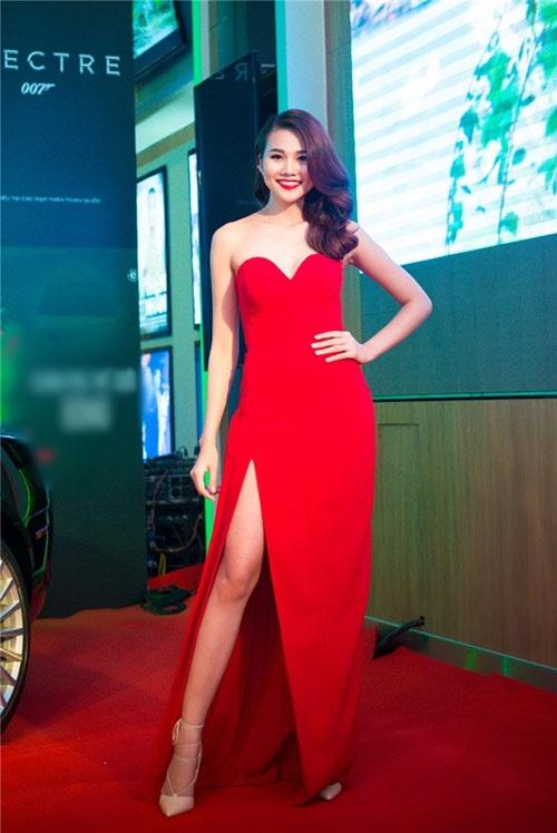 Sao Việt đẹp tuần qua: Thanh Hằng, Hà Anh quyến rũ với sắc đỏ rực rỡ 1