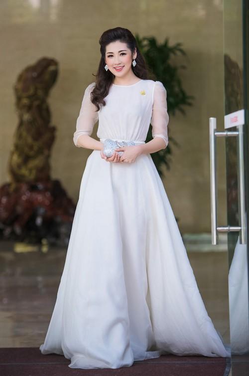 Sao Việt đẹp tuần qua: Thanh Hằng, Hà Anh quyến rũ với sắc đỏ rực rỡ 10