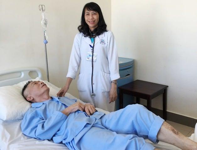 Bệnh nhân tai biến mạch máu não bị hóc xương cá được cứu sống thành cô