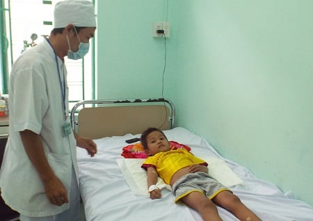 Cứu sống bé trai bị sốt xuất huyết trong tình trạng nguy kịch 1