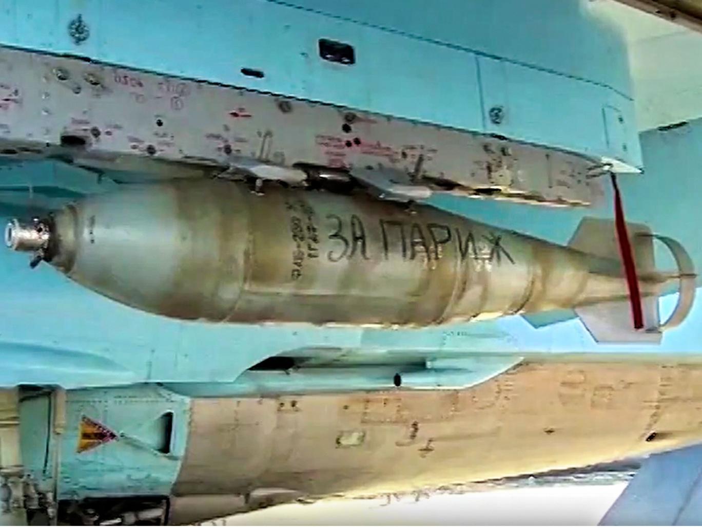 Máy bay Nga mang thông điệp 'Vì Paris' đi dội bom IS 1