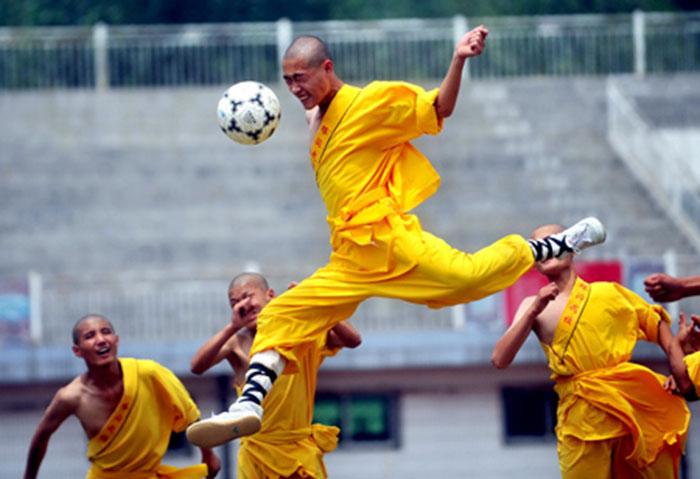 Thâm nhập lò đào tạo kungfu bóng đá Thiếu Lâm ở Trung Quốc