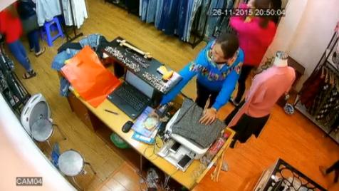 Video: 'Nữ quái' trộm hơn chục triệu đồng trong shop quần áo 1