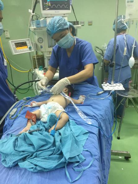 Kỳ lạ bé sơ sinh có hai bộ phận sinh dục 1