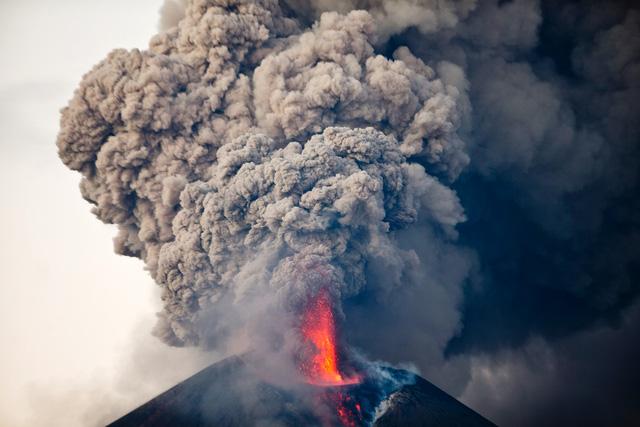 Núi lửa khổng lồ bất ngờ thức giấc sau 110 năm ngủ say 1