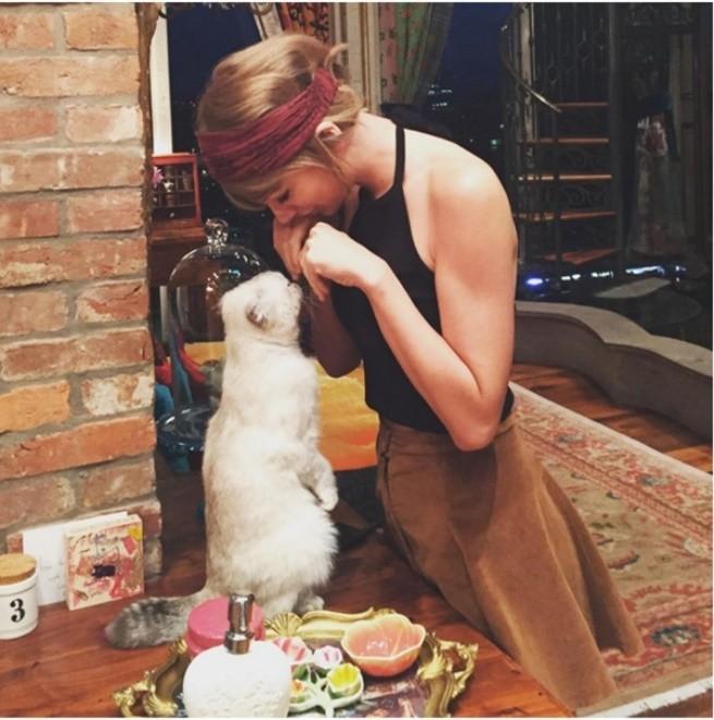 Hình ảnh Taylor Swift là nghệ sĩ được like nhiều nhất trên Istagrams 2015 số 5