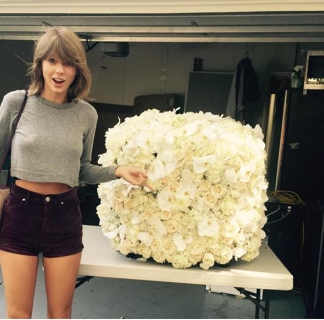 Hình ảnh Taylor Swift là nghệ sĩ được like nhiều nhất trên Istagrams 2015 số 1
