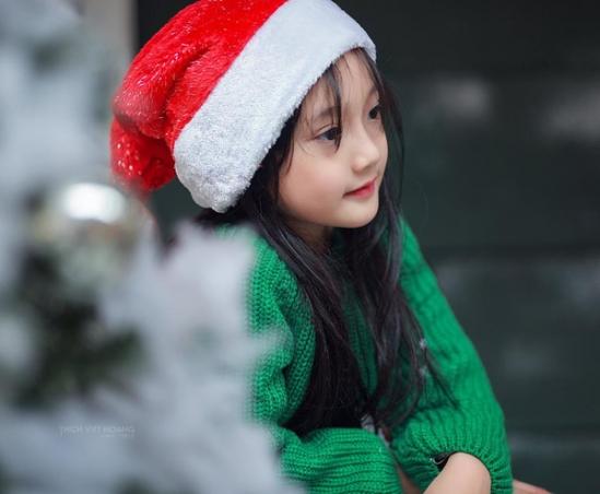 Bé gái Việt chụp ảnh Noel gây sốt cư dân mạng 3