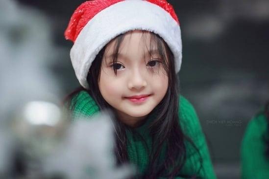 Bé gái Việt chụp ảnh Noel gây sốt cư dân mạng 1