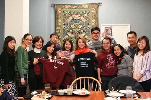 Mỹ Tâm thăm sinh viên Việt Nam tại Đại học Harvard 2