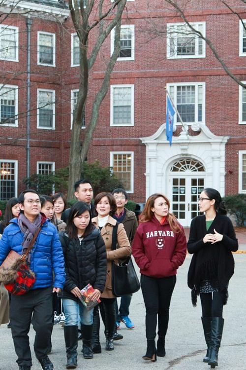 Mỹ Tâm thăm sinh viên Việt Nam tại Đại học Harvard 5
