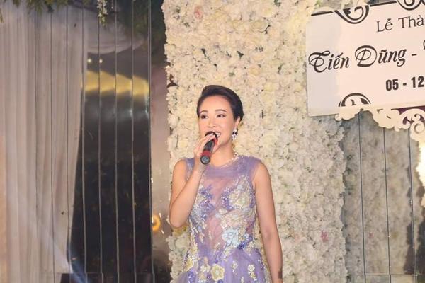 Hoàng Thuỳ Linh đi hát trong đám cưới hơn 60 tỷ ở Quảng Ninh 2