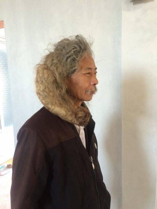 Mái tóc kỳ dị của cụ ông 16 năm không cắt 1