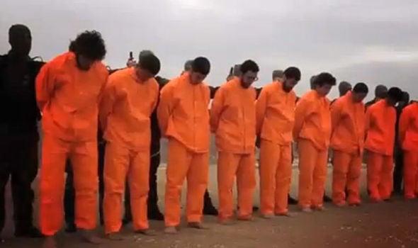 Video: Cái kết bất ngờ trong buổi hành quyết các tay súng IS  3