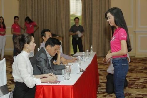 Hoa hậu Đặng Thu Thảo vẫn đẹp hút hồn dù mặc