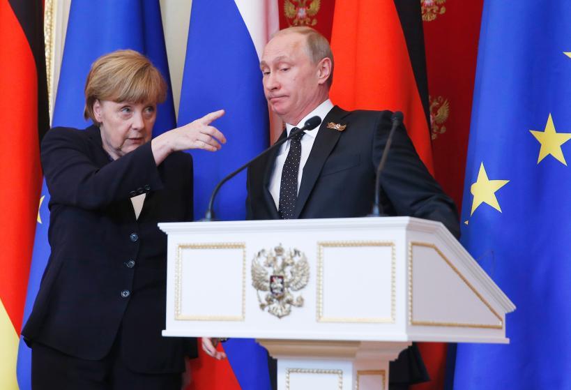 """10 bức ảnh tiết lộ lý do bà Merkel trở thành """"nhân vật của năm 2015"""" 2"""